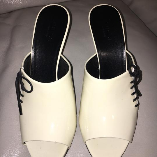 Gucci Off White Patent Leather Sandals Image 2