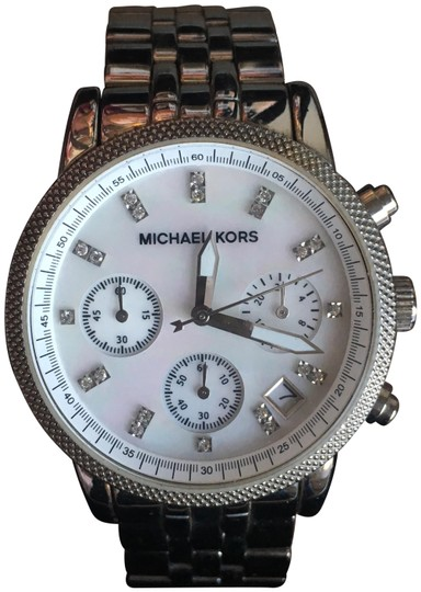 Preload https://img-static.tradesy.com/item/23814154/michael-kors-silver-watch-0-1-540-540.jpg