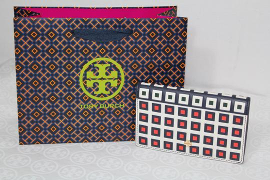 Tory Burch TORY BURCH LEATHER SQUARE PRINT TILE FOLD SNAP WALLET Image 2