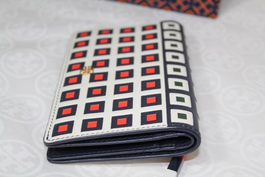 Tory Burch TORY BURCH LEATHER SQUARE PRINT TILE FOLD SNAP WALLET Image 7