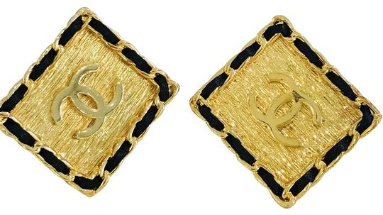Preload https://img-static.tradesy.com/item/23816664/chanel-gold-super-rare-xl-black-resin-cc-clip-on-earrings-0-2-540-540.jpg
