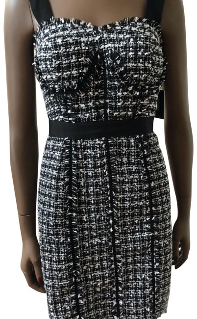 Preload https://img-static.tradesy.com/item/23816839/guess-black-and-white-o-short-night-out-dress-size-2-xs-0-1-650-650.jpg