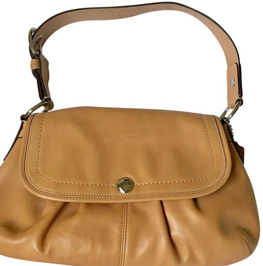 Preload https://img-static.tradesy.com/item/23817097/coach-soho-pleated-tan-leather-shoulder-bag-0-1-540-540.jpg