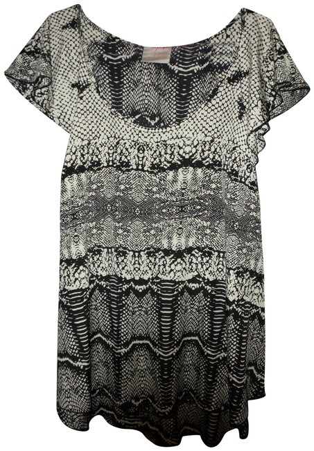Preload https://item2.tradesy.com/images/avenue-black-and-white-snake-patterned-tunic-flutter-sleeves-blouse-size-14-l-23818191-0-1.jpg?width=400&height=650