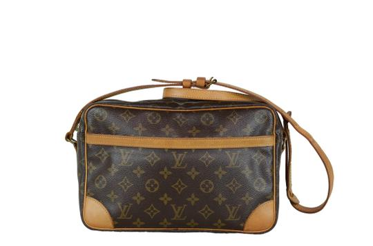 Preload https://img-static.tradesy.com/item/23818296/louis-vuitton-trocadero-w30xh20xd8-pockets-peeling-monogram-brown-canvas-cross-body-bag-0-0-540-540.jpg