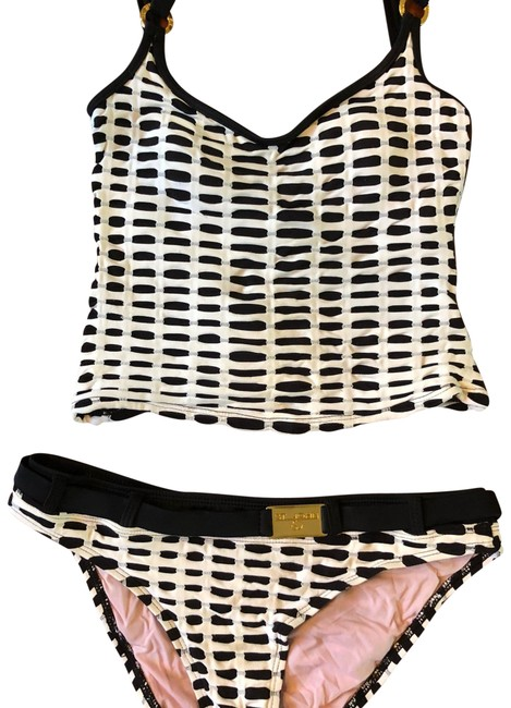 Preload https://item2.tradesy.com/images/st-john-black-and-white-bathing-suit-top-8-bottoms-tankini-size-6-s-23818316-0-1.jpg?width=400&height=650