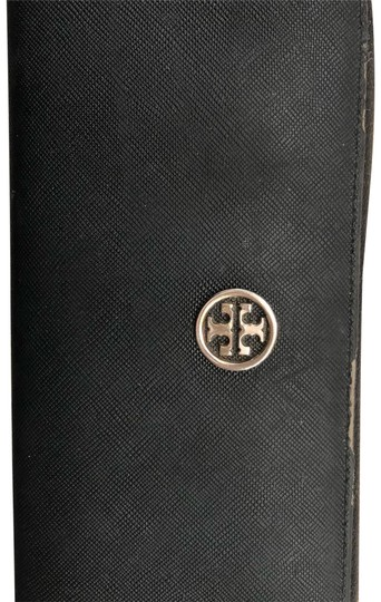 Preload https://item4.tradesy.com/images/tory-burch-black-with-gold-zipper-000000-wallet-23818428-0-1.jpg?width=440&height=440