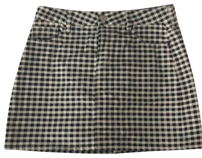 Preload https://item4.tradesy.com/images/pacsun-checkered-black-and-white-44538-skirt-size-6-s-28-23818558-0-2.jpg?width=400&height=650