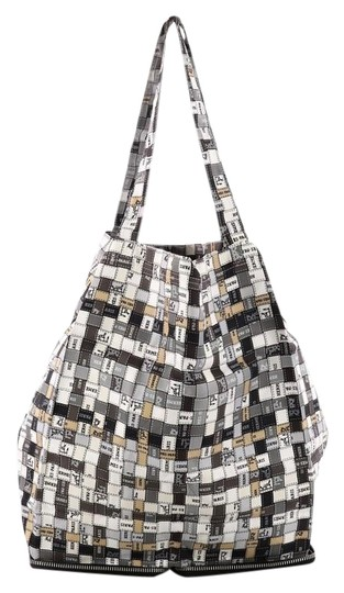 Preload https://img-static.tradesy.com/item/23818884/hermes-pop-printed-beige-and-gray-silk-tote-0-1-540-540.jpg
