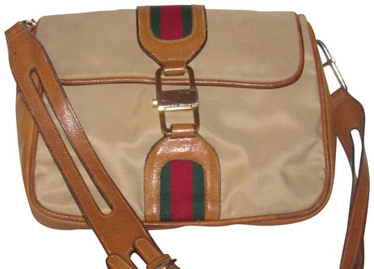 Preload https://item2.tradesy.com/images/gucci-jackie-vintage-pursesdesigner-purses-tan-canvasmedium-brown-leather-with-red-and-green-striped-23818941-0-1.jpg?width=440&height=440