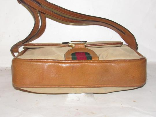 Gucci High-end Bohemian Mint Vintage Rare Strap & Rare Early Jackie Satchel in tan canvas/medium brown leather with red and green striped center clasp