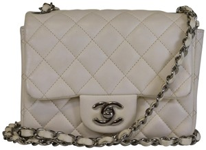 4bf935c0e10297 Chanel Mini Crossbody Bags - Up to 70% off at Tradesy (Page 5)