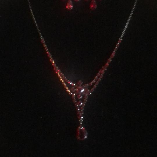 N/A Necklace and pierced earrings Image 1