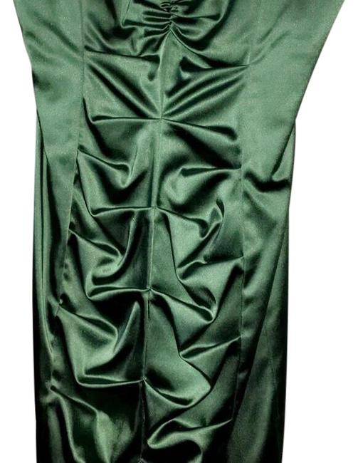Item - Green Mid-length Formal Dress Size 10 (M)