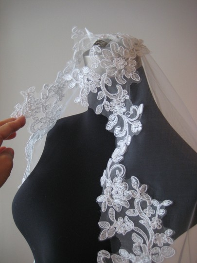 Light Ivory Long Mantilla Cathedral Lace - Patricia Bridal Veil Image 2