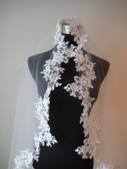 Light Ivory Long Mantilla Cathedral Lace - Patricia Bridal Veil Image 3