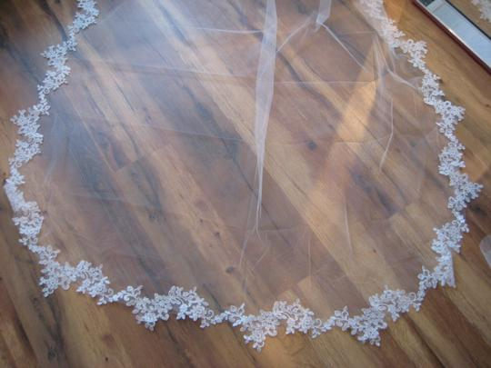 Light Ivory Long Mantilla Cathedral Lace - Patricia Bridal Veil Image 4
