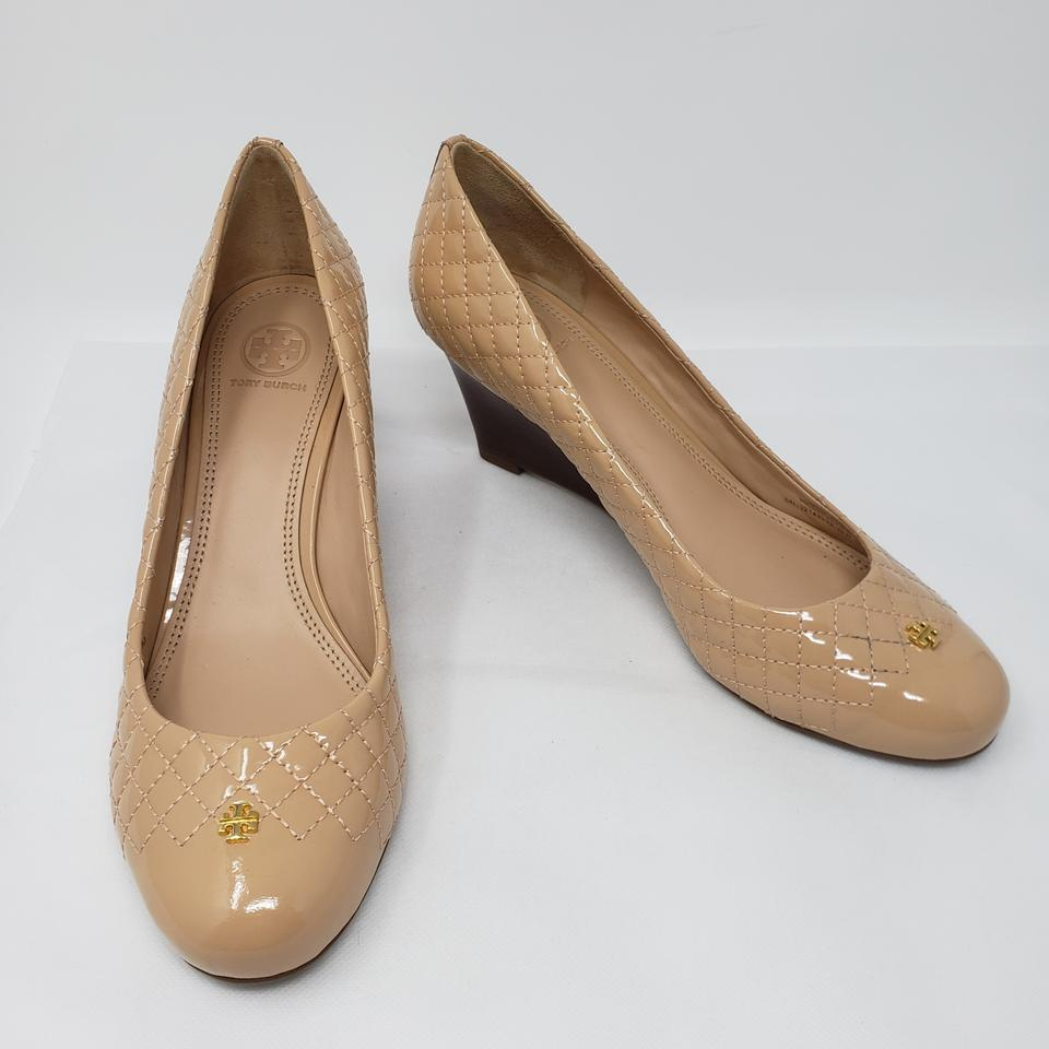 80b3a5a960e1 Tory Burch Beige Quilted Patent Leather Kent Round-toe Wedges Pumps Size US  10 Regular (M