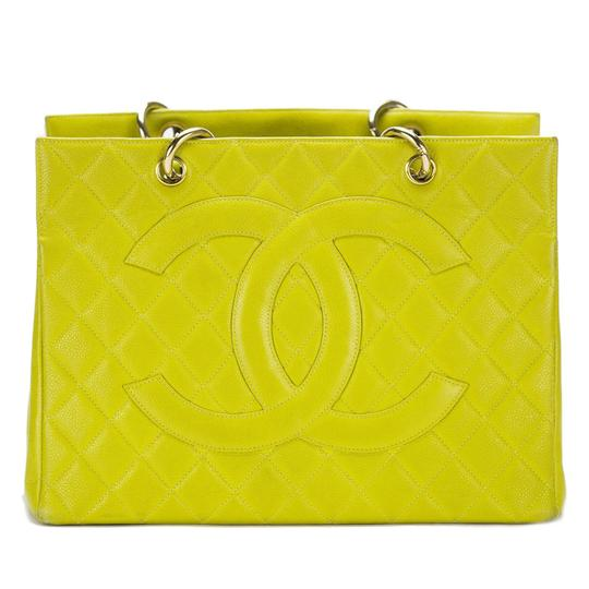 Preload https://img-static.tradesy.com/item/23824502/chanel-shopping-lime-grand-with-large-cc-logo-gst-green-caviar-leather-tote-0-1-540-540.jpg