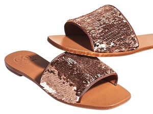 a45d2c514 Gold Tory Burch Sandals - Up to 90% off at Tradesy