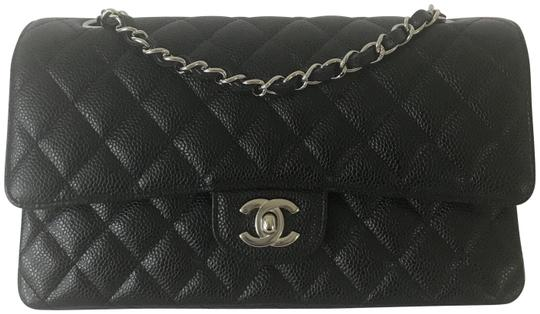 Preload https://img-static.tradesy.com/item/23832408/chanel-classic-flap-medium-black-caviar-leather-shoulder-bag-0-1-540-540.jpg