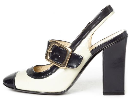 Preload https://img-static.tradesy.com/item/23832432/marc-by-marc-jacobs-cream-and-navy-leather-sling-back-heels-pumps-size-eu-355-approx-us-55-regular-m-0-0-540-540.jpg