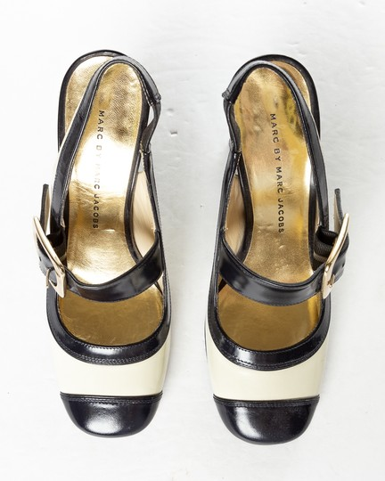 Marc by Marc Jacobs cream & navy Pumps
