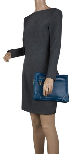 Preload https://img-static.tradesy.com/item/23832781/marc-jacobs-matte-the-venetia-ipad-case-blue-leather-shoulder-bag-0-1-540-540.jpg