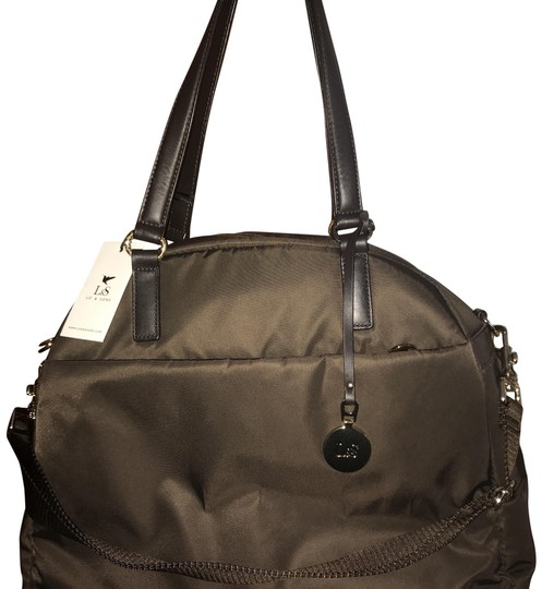 Preload https://item5.tradesy.com/images/lo-and-sons-omg-overnight-chocolate-exterior-gold-hardware-camel-interior-nylon-weekendtravel-bag-23832844-0-1.jpg?width=440&height=440
