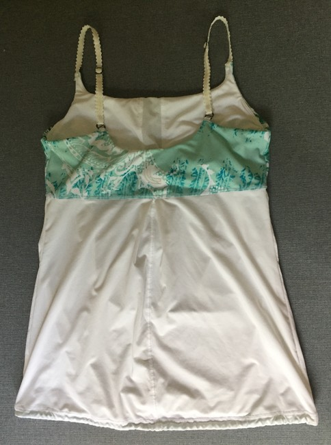 Lolë Top White with teal design