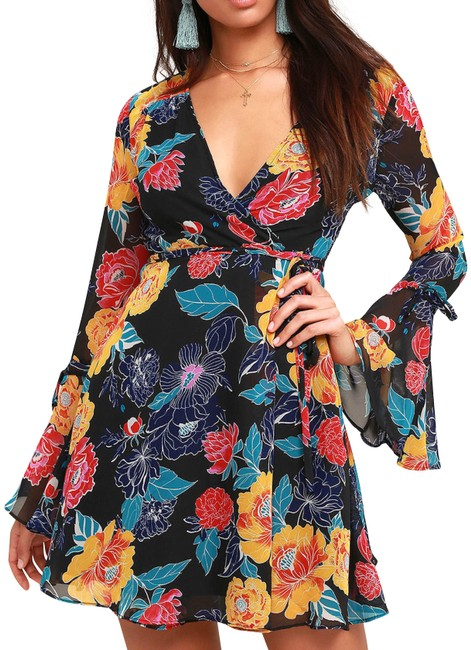 Preload https://img-static.tradesy.com/item/23832941/lulus-black-floral-wrap-short-casual-dress-size-4-s-0-3-650-650.jpg