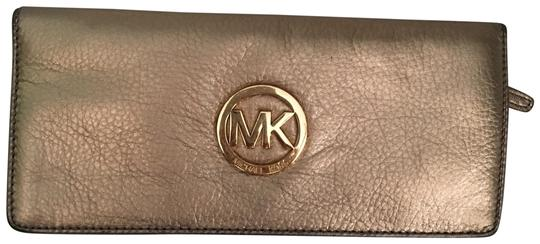 Preload https://item3.tradesy.com/images/michael-kors-gold-leather-clutch-23832962-0-1.jpg?width=440&height=440