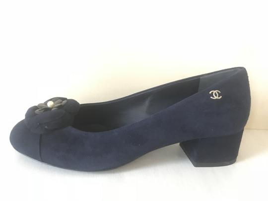Preload https://item2.tradesy.com/images/chanel-navy-blue-17a-suede-pearl-camellia-flower-block-pumps-size-eu-35-approx-us-5-regular-m-b-23832991-0-0.jpg?width=440&height=440