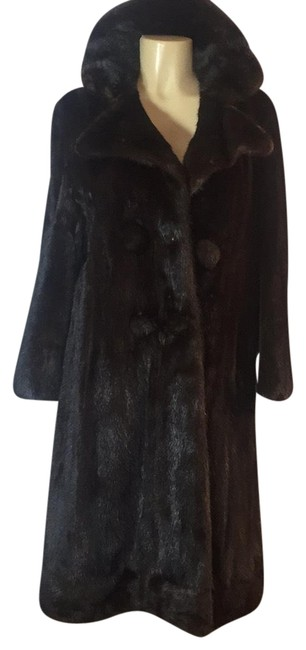 Preload https://img-static.tradesy.com/item/23833005/black-swing-fur-coat-size-10-m-0-1-650-650.jpg