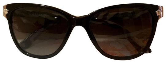 Preload https://img-static.tradesy.com/item/23833123/versace-black-and-white-mod-4228-gb111-sunglasses-0-1-540-540.jpg