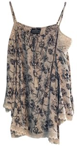 Angie Top off white with black flower print