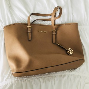 MICHAEL Michael Kors Leather Gold Hardware Tote in ACORN