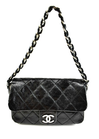Preload https://img-static.tradesy.com/item/23841408/chanel-black-quilted-caviar-leather-and-cc-medallion-n-shoulder-bag-0-0-540-540.jpg