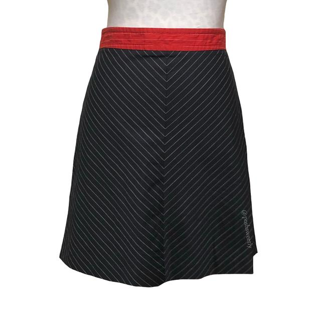 Preload https://item5.tradesy.com/images/tommy-hilfiger-navy-red-pinstriped-a-line-knee-length-skirt-size-6-s-28-23848584-0-0.jpg?width=400&height=650