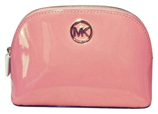 Preload https://img-static.tradesy.com/item/23848648/michael-kors-peach-gold-fulton-large-pouch-jet-set-large-pouch-cosmetic-bag-0-1-540-540.jpg