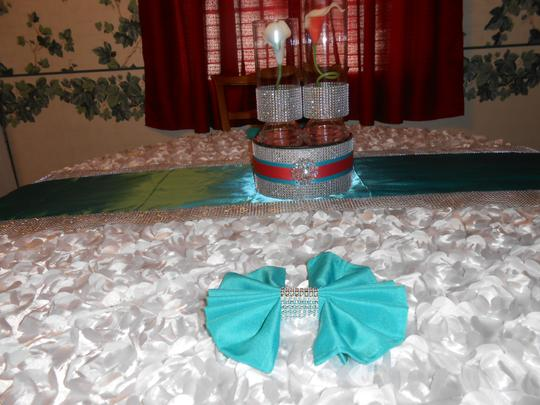 Preload https://item1.tradesy.com/images/turquoisesilver-lot100-17-x-17-polyester-napkins-wdiamond-mesh-rings-tablecloth-23848740-0-0.jpg?width=440&height=440