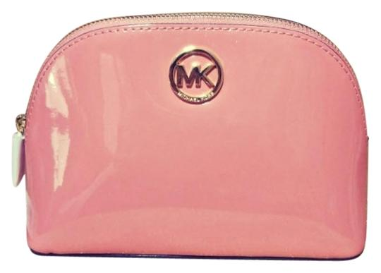 Preload https://img-static.tradesy.com/item/23848772/michael-kors-peach-gold-fulton-large-pouch-jet-set-large-pouch-cosmetic-bag-0-1-540-540.jpg