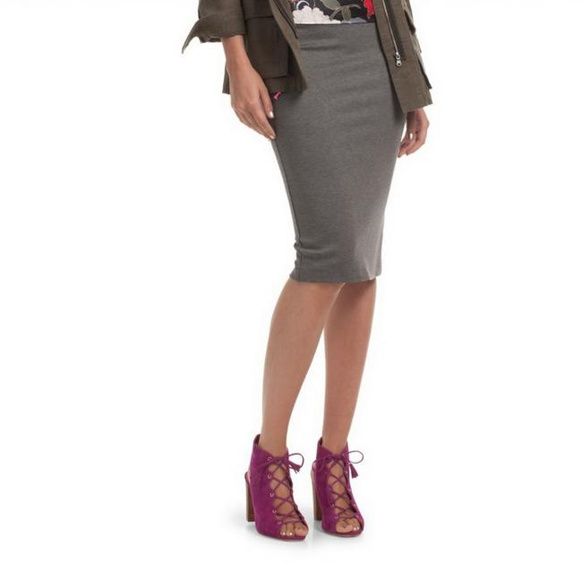 Preload https://img-static.tradesy.com/item/23848786/trina-turk-heather-grey-junah-pencil-knee-length-skirt-size-2-xs-26-0-0-650-650.jpg
