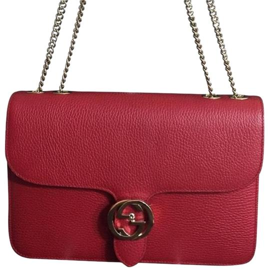 Preload https://item3.tradesy.com/images/gucci-interlocking-gg-red-pebble-grain-leather-cross-body-bag-23848807-0-1.jpg?width=440&height=440