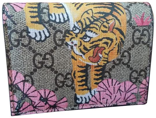Preload https://item3.tradesy.com/images/gucci-tan-bengal-card-case-new-in-box-wallet-23848832-0-1.jpg?width=440&height=440