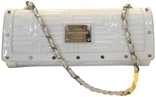 Preload https://item3.tradesy.com/images/versace-gianni-couture-greca-quilted-chainhandbag-off-white-patent-leather-clutch-23848942-0-2.jpg?width=440&height=440