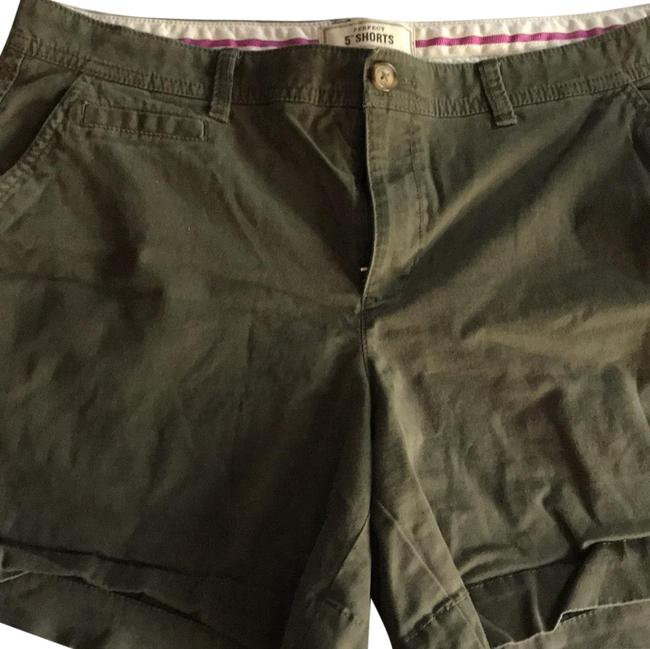 Item - Green Favorite Khakis Shorts Size 14 (L, 34)