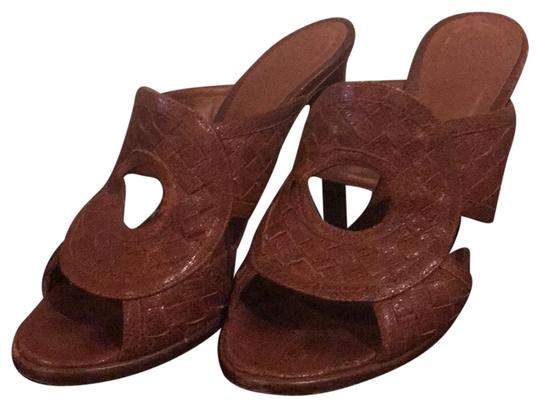 Preload https://img-static.tradesy.com/item/23851666/bottega-veneta-brown-sandal-belle-specchio-mulesslides-size-eu-385-approx-us-85-wide-c-d-0-1-540-540.jpg