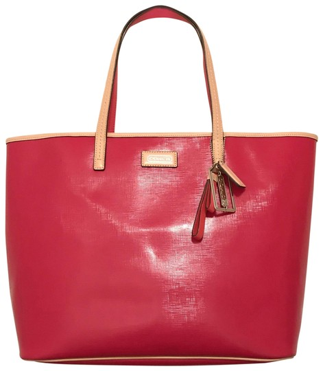 Preload https://img-static.tradesy.com/item/23852976/coach-park-metro-f25028-red-beige-patent-leather-tote-0-1-540-540.jpg