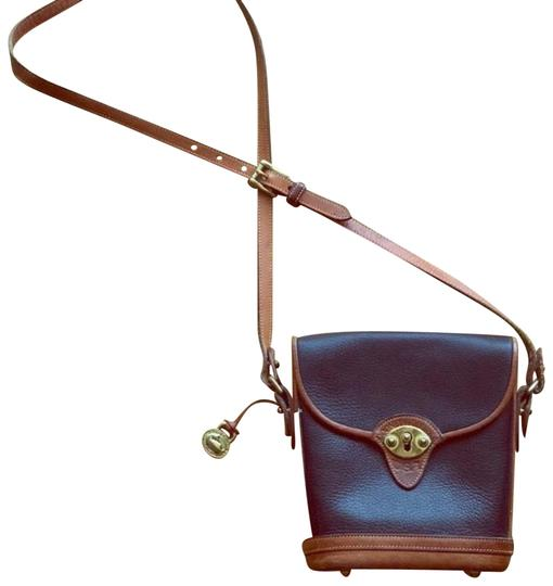 Preload https://img-static.tradesy.com/item/23856711/dooney-and-bourke-vintage-navy-blue-and-brown-leather-cross-body-bag-0-2-540-540.jpg